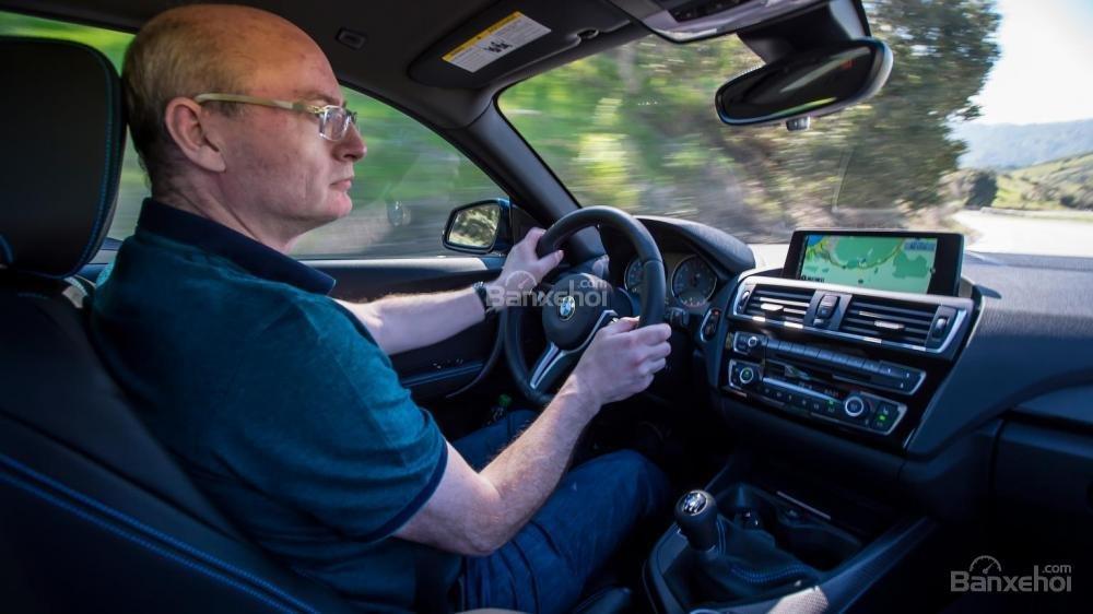 Đánh giá xe BMW M2 2016: Xe được trang bị nhiều tính năng.