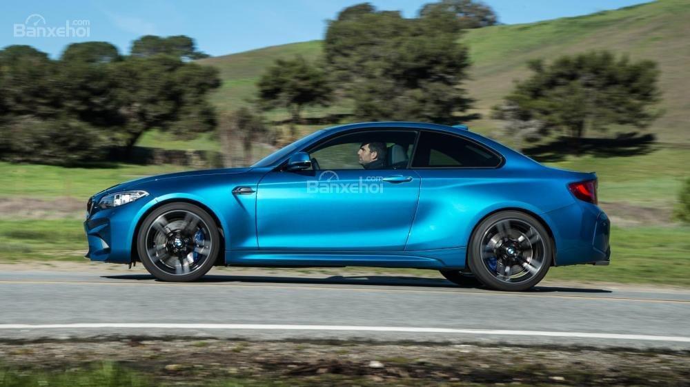 Đánh giá xe BMW M2 2016: Thân xe thiết kế hoàn toàn bằng thép.