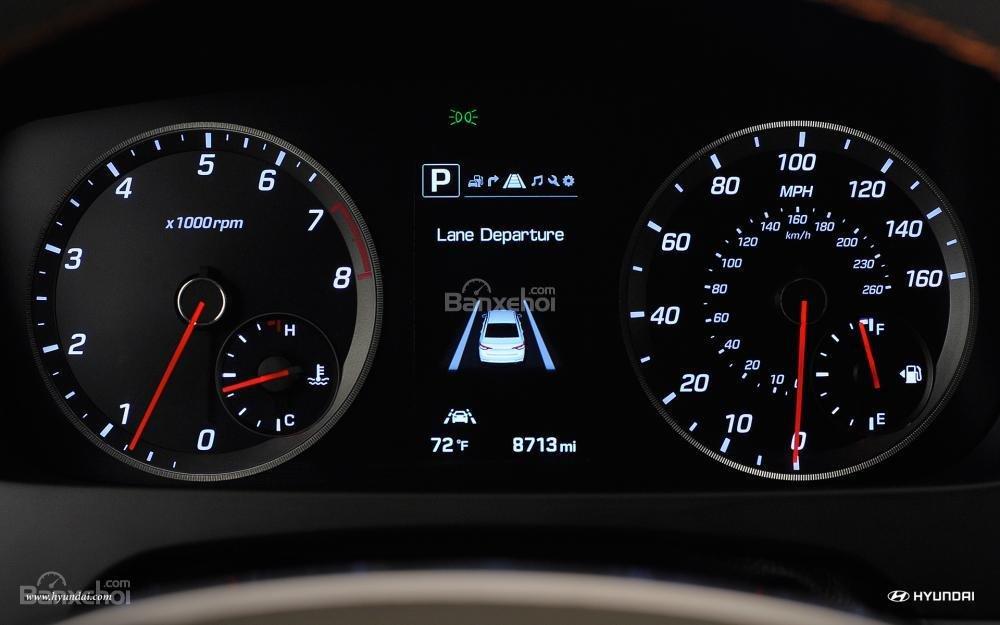 Đánh giá xe Hyundai Sonata 2016 có bảng đồng hồ điều khiển rõ nét và đẹp.