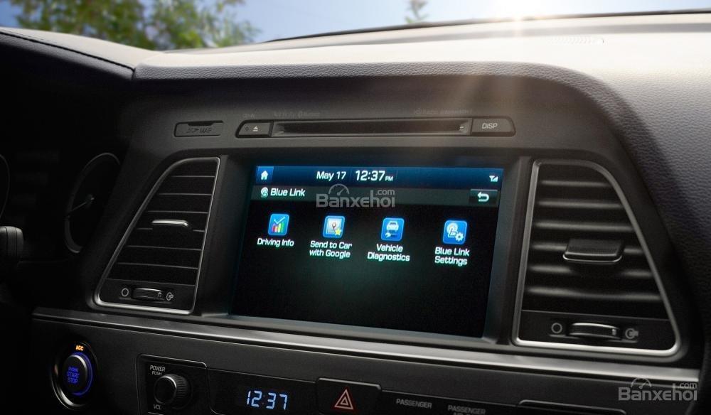 Đánh giá xe Hyundai Sonata 2016 có màn hình giải trí đa tính năng.