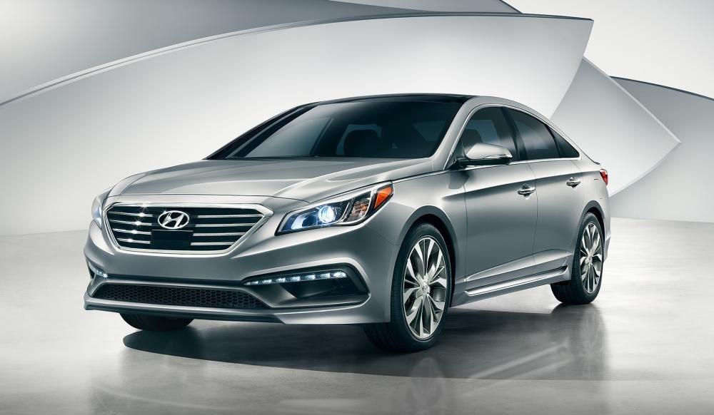 Đánh giá xe Hyundai Sonata 2016 có đèn sương mù là dải LED sang trọng.