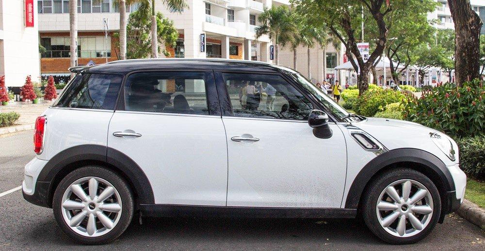 Đánh giá xe MINI Cooper S Countryman 2015 có thân xe thiết kế khá đơn giản.