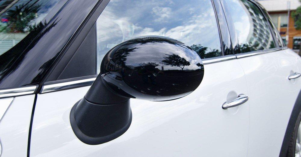 Đánh giá xe MINI Cooper S Countryman 2015 có gương chiếu hậu hình oval ngộ nghĩnh.