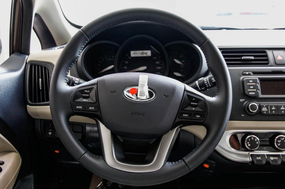So sánh tiện nghi Kia Rio sedan và Honda City 2016 3