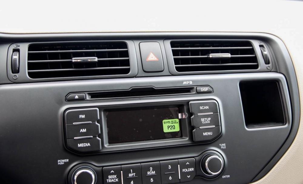 So sánh tiện nghi Kia Rio sedan và Honda City 2016 1