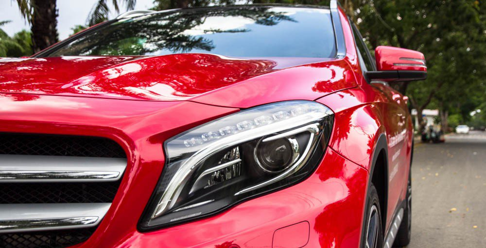 Đánh giá xe Mercedes-Benz GLA250 4Matic 2015 có đèn pha Bi-Xenon hiện đại.