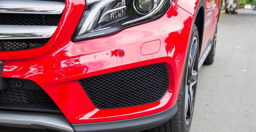 Đánh giá xe Mercedes-Benz GLA250 4Matic 2015 có cản trước hầm hố.