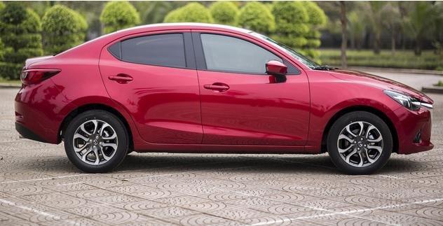 So sánh xe Toyota Yaris 1.3G và Mazda 2 hatchback về thiết kế thân xe.