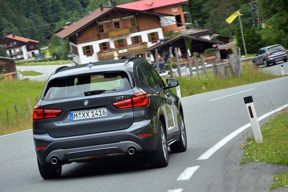 Đánh giá xe BMW X1 2016 có đuôi xe đẹp và cá tính.