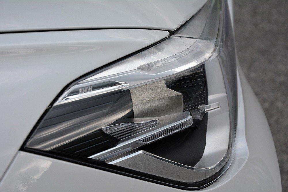Đánh giá xe BMW X1 2016 có đèn pha liền khối.