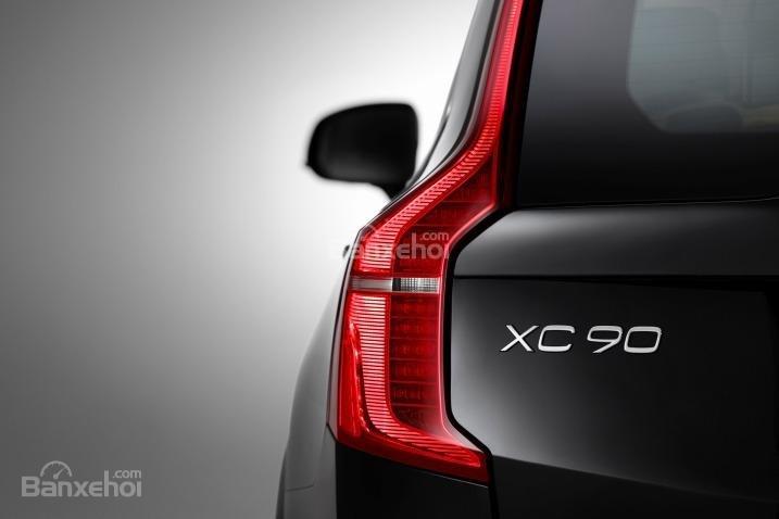Đánh giá xe Volvo XC90 2016: Đèn hậu thiết kế lạ mắt.