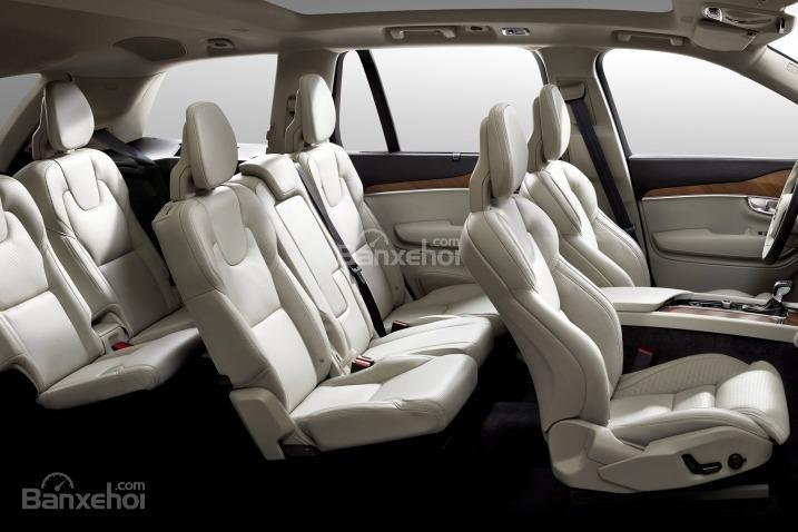 Đánh giá xe Volvo XC90 2016: Ghế ngồi trên xe được bọc da.