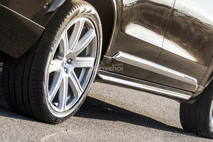 Đánh giá xe Volvo XC90 2016: Lazăng hợp kim tiêu chuẩn 18 inch.