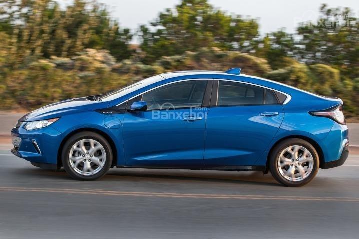 Đánh giá xe Chevrolet Volt 2017: Thân xe kéo dài.