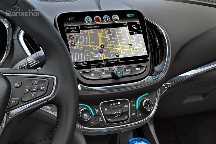 Đánh giá xe Chevrolet Volt 2017: hệ thống bản đồ tích hợp trên xe.