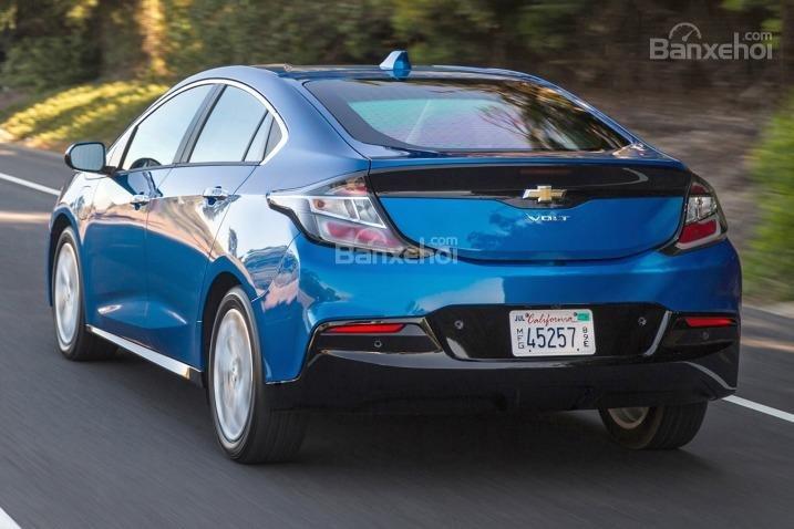 Đánh giá xe Chevrolet Volt 2017: Xe có phản ứng nhanh chóng khi chạy trong thành phố.