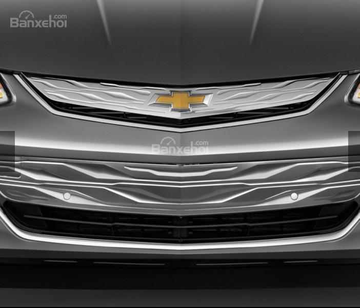 Đánh giá xe Chevrolet Volt 2017: Lưới tản nhiệt 2 phần đặc trưng.