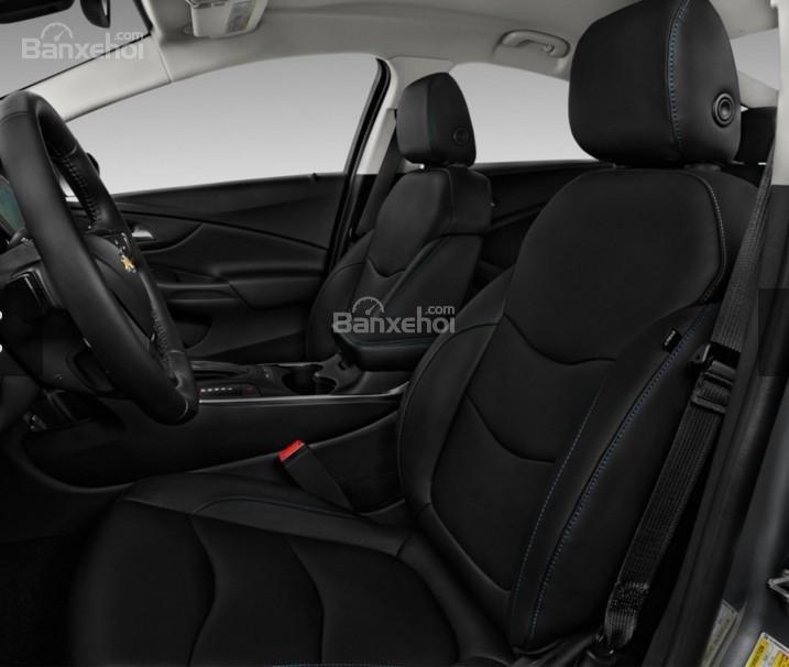 Đánh giá xe Chevrolet Volt 2017: Ghế trước xe.