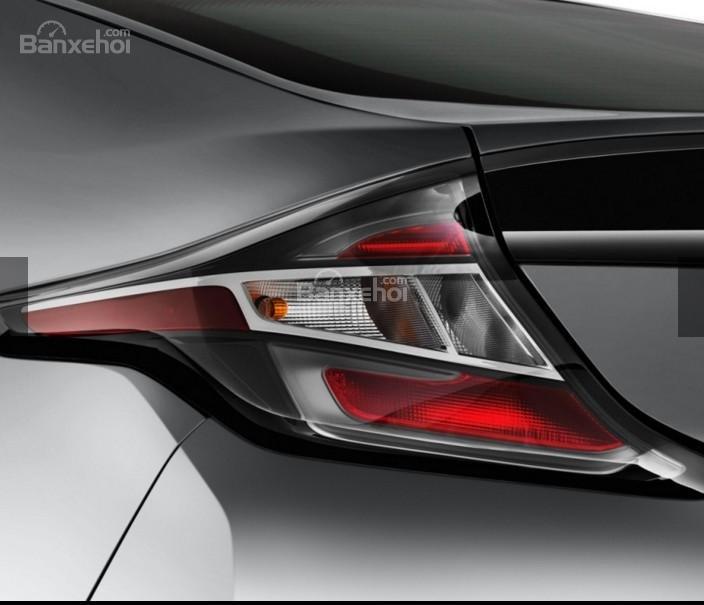 Đánh giá xe Chevrolet Volt 2017: Đèn hậu thiết kế đẹp mắt.