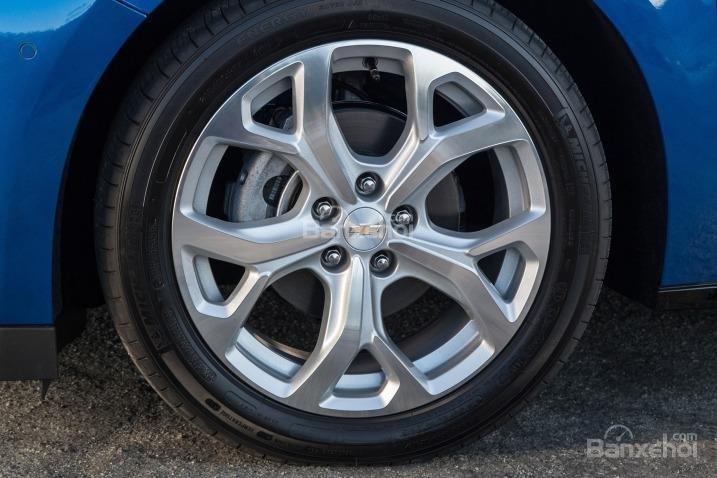 Đánh giá xe Chevrolet Volt 2017: Lazăng hợp kim tiêu chuẩn.