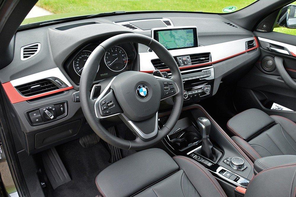 Đánh giá xe BMW X1 2016 có nội thất cao cấp, sang trọng.