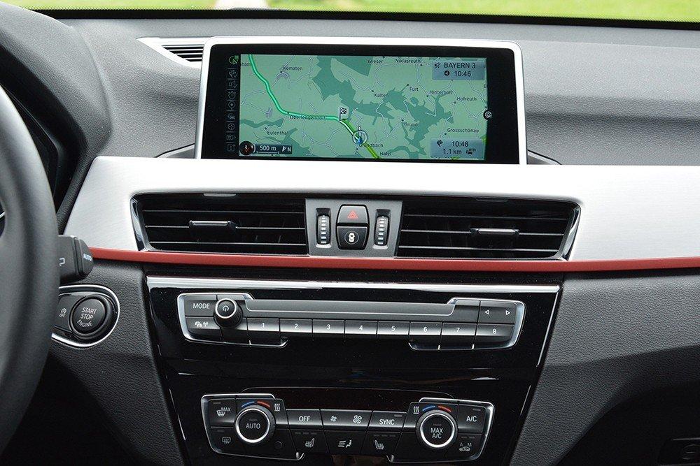 Đánh giá xe BMW X1 2016 có hệ thống giải trí hiện đại.