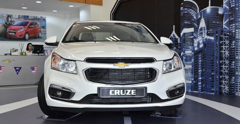 So sánh ngoại thất Chevrolet Cruze 2015 và Mazda 3 sedan 3