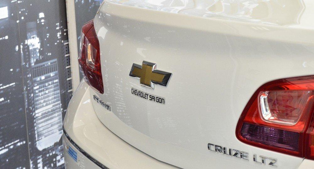 So sánh ngoại thất Chevrolet Cruze 2015 và Mazda 3 sedan 8