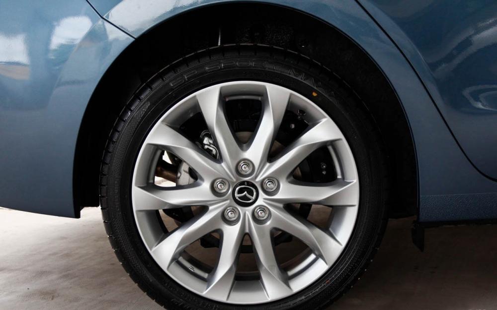 So sánh ngoại thất Chevrolet Cruze 2015 và Mazda 3 sedan 11