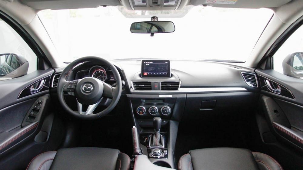 So sánh nội thất Mazda3 và Volkswagen Jetta1