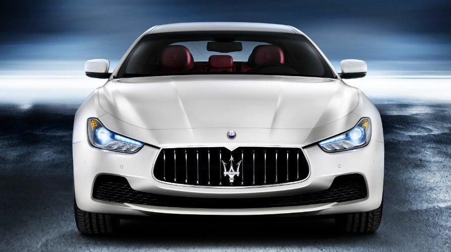 Đánh giá xe Maserati Ghibli S có đầu xe mạnh mẽ, thể thao.