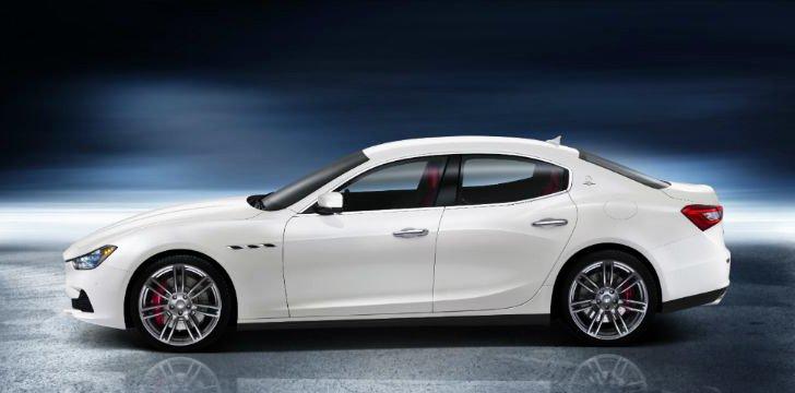 Đánh giá xe Maserati Ghibli S có thân xe dài đậm chất thể thao.