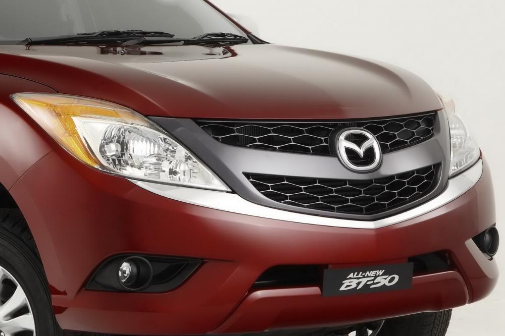 So sánh ngoại thất Toyota Hilux 2016 và Mazda BT-50 2016 5