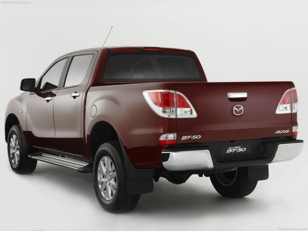 So sánh ngoại thất Toyota Hilux 2016 và Mazda BT-50 2016 6