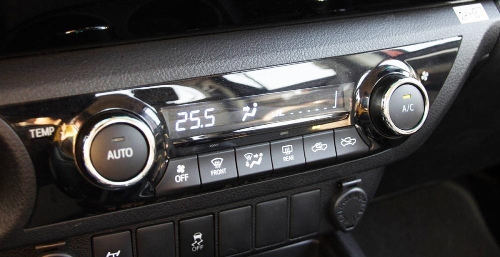 So sánh tiện nghi Toyota Hilux 2016 và Mazda BT-50 2016 3
