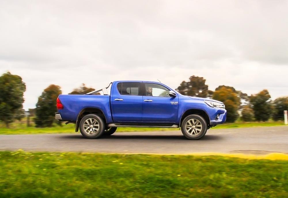 So sánh ngoại thất Toyota Hilux 2016 và Mazda BT-50 2016 2