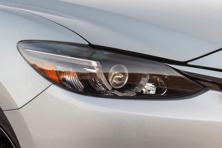 """Đánh giá xe Mazda 6 2016 có đèn pha hiện đại với chức năng rửa đèn, """"liếc mắt""""."""