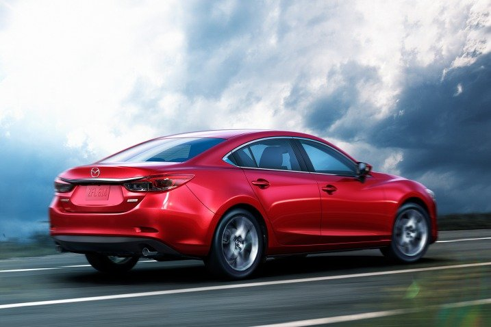 Mazda 6 2016 khi được nhìn từ hông bên phải.