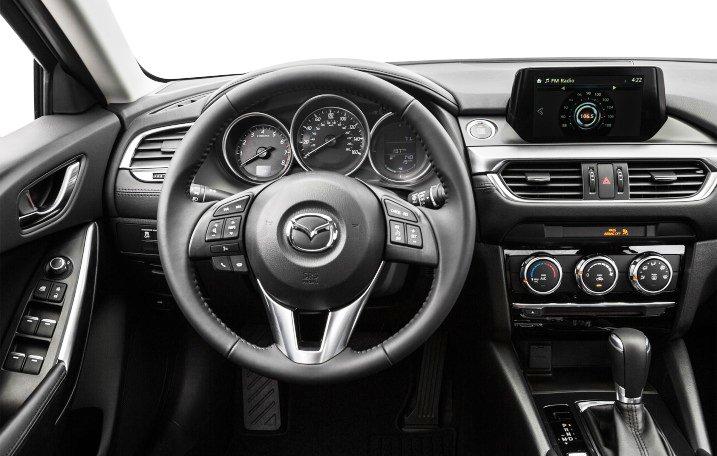 Đánh giá xe Mazda 6 2016 có vô lăng 3 chấu thể thao.