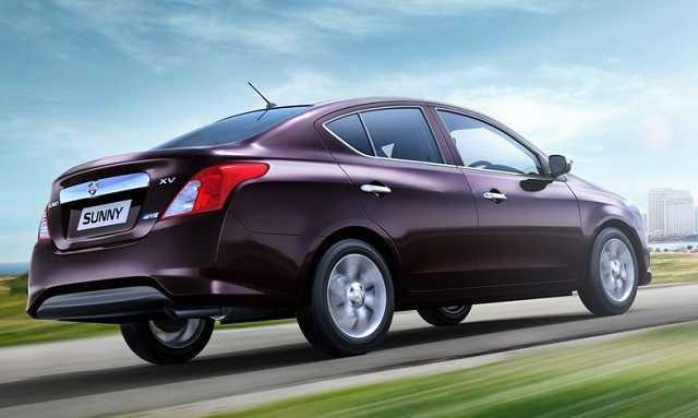 Đánh giá xe Nissan Sunny 2016 có ăng ten hình chiếc đũa, ống xả đơn miệng tròn.