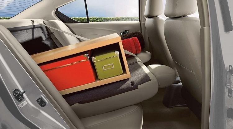Đánh giá xe Nissan Sunny 2016 có hàng ghế sau có thể gấp gọn hòng tăng không gian chứa đồ.
