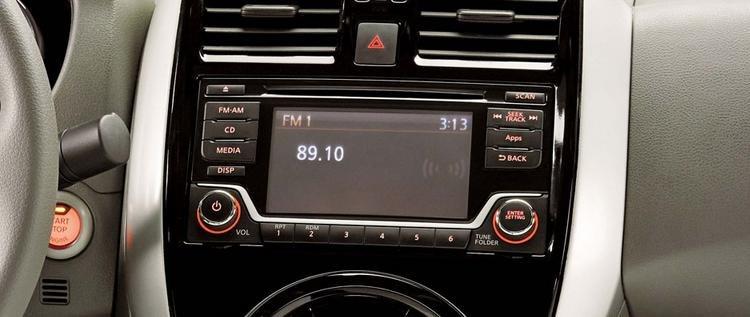Đánh giá xe Nissan Sunny 2016 có đầu CD, nghe nhạc mp3 và các cổng kết nối tiện ích.