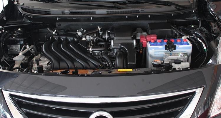 Đánh giá xe Nissan Sunny 2016 có tùy chọn động cơ với hộp số tự động 4 cấp hoặc số sàn 5 cấp.