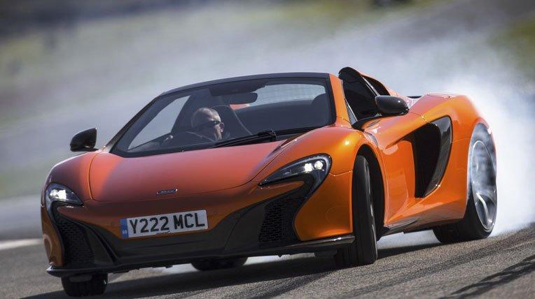 Đánh giá xe McLaren 650S Spider có đèn pha LED chiếu sáng ban ngày hiện đại.
