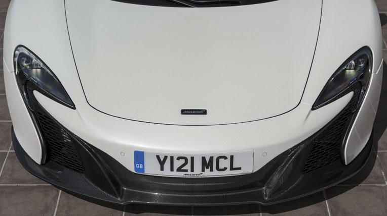 Đánh giá xe McLaren 650S Spider có hệ thống tản nhiệt đồng bộ một dải với đèn pha.