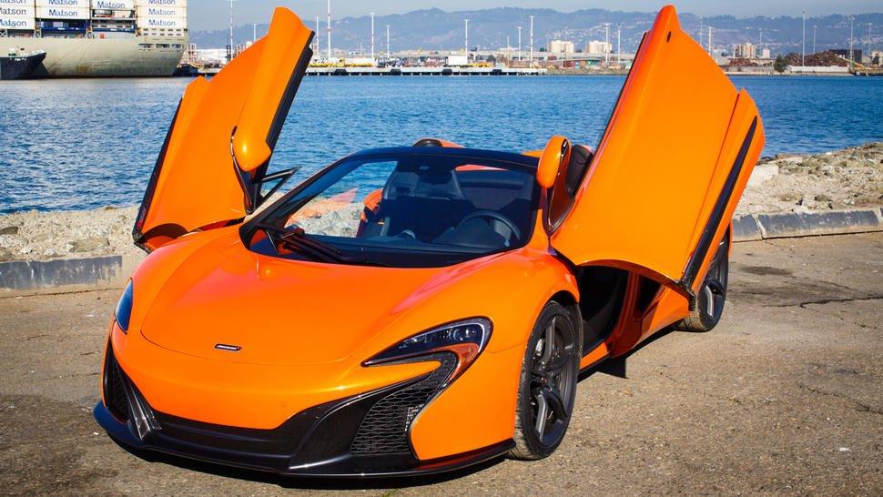 Đánh giá xe McLaren 650S Spider có khả năng mở cửa hình cánh chim đẹp mắt.