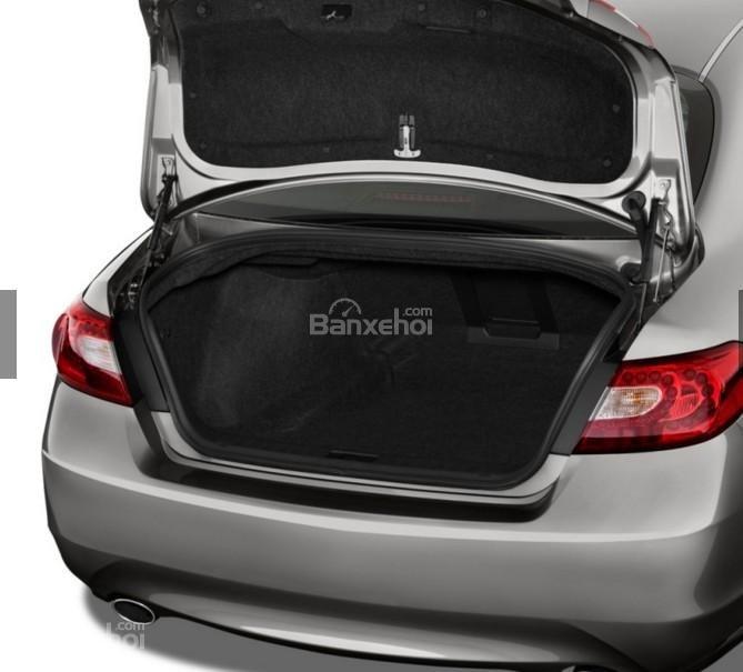 Đánh giá xe Infiniti Q70 2016: Khoang hành lý của xe ở mức trung bình.