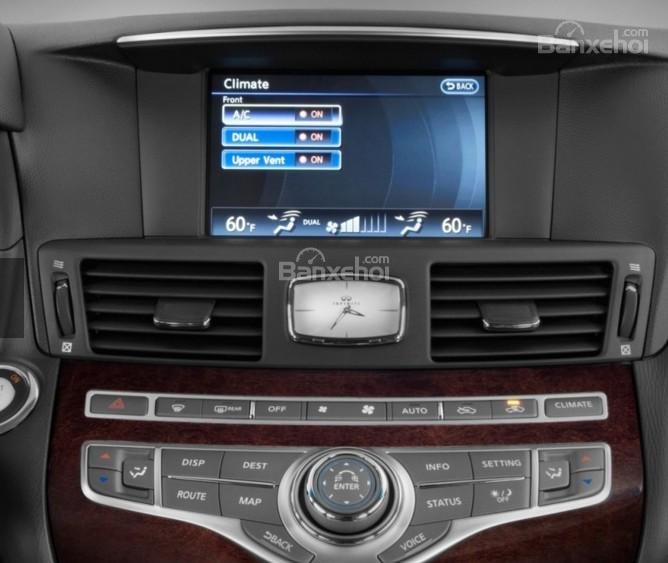 Đánh giá xe Infiniti Q70 2016: Xe sở hữu nhiều ứng dụng hiện đại.