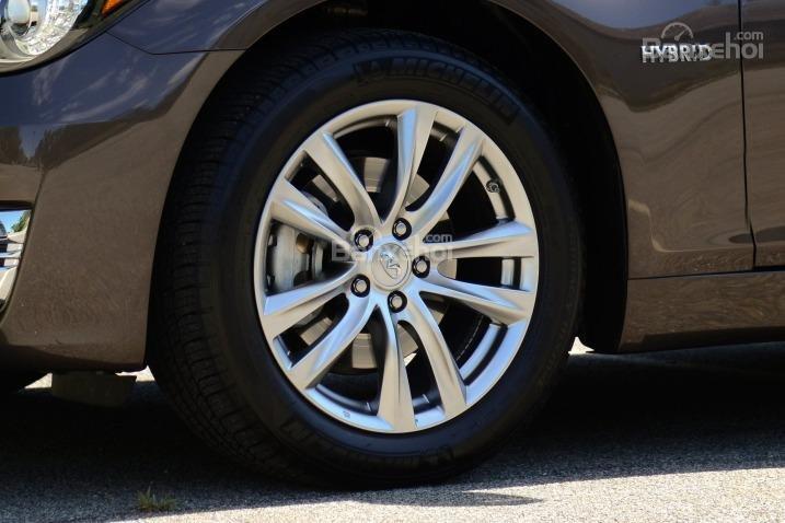 Đánh giá xe Infiniti Q70 2016: Lazăng tiêu chuẩn 18 inch.