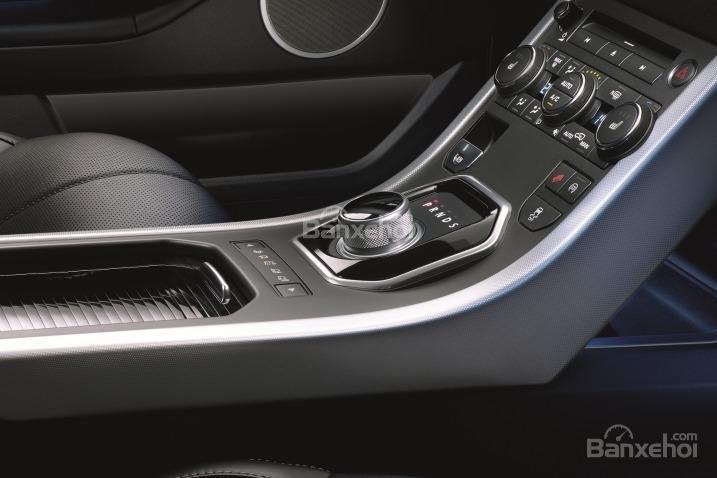 Đánh giá xe Land Rover Range Rover Evoque 2016: nội thất xe nhiều cải tiến.